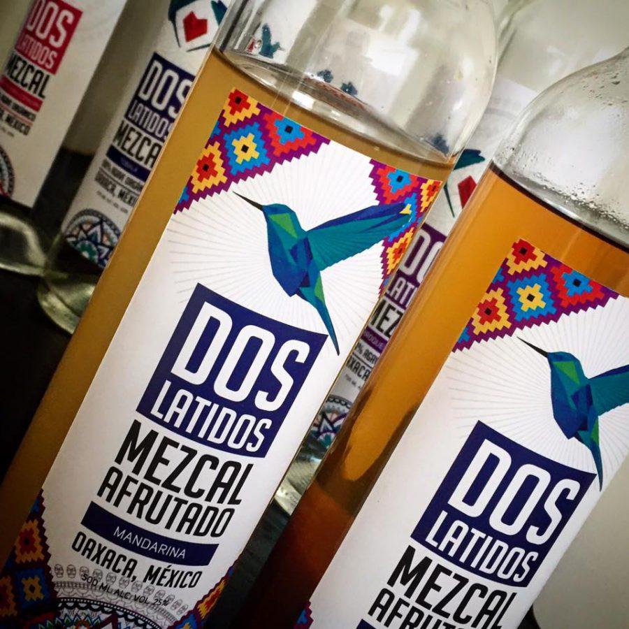 Dos Latidos Mezcal. Diseño de etiqueta.